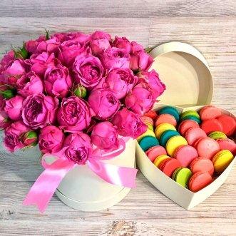 25 макарун с пионовидными розами